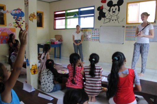 Enseñanza de inglés en escuelas de Bali
